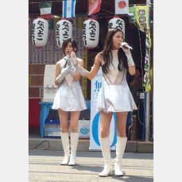 松井琴乃(右)と歩(C)日刊ゲンダイ