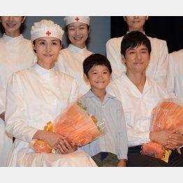 左から松嶋菜々子、高村佳偉人、西島秀俊