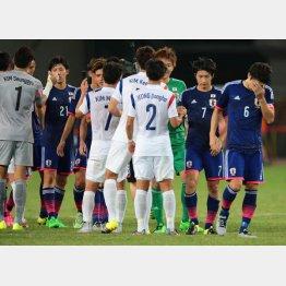 韓国と引き分けうなだれるイレブン(C)六川則夫/ラ・ストラーダ