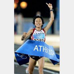 アテネ五輪マラソン金の野口みずきはゴール直後に嘔吐(C)JMPA