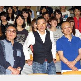 左から高橋監督、奥田瑛二、山田五郎(C)日刊ゲンダイ