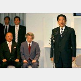 2006年自民党総裁選 当選の挨拶をする安倍新総裁(C)日刊ゲンダイ