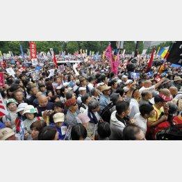 8月30日に行われた国会前デモの様子(C)日刊ゲンダイ