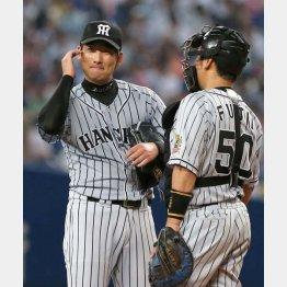 七回に満塁のピンチを招き降板した岩崎(C)日刊ゲンダイ