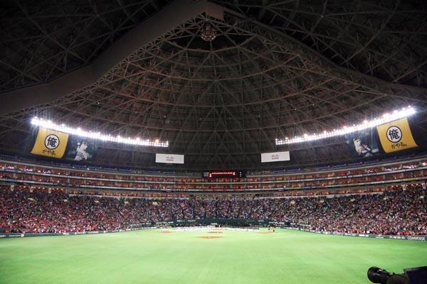 今季から「ホームランテラス」の観客席が設置されたヤフオクドーム(C)日刊ゲンダイ