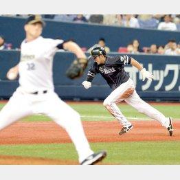 五回、30盗塁目となるスチールに成功した柳田