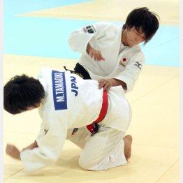 練習で汗を流す世界選手権48キロ級銅メダルの近藤亜美(C)日刊ゲンダイ