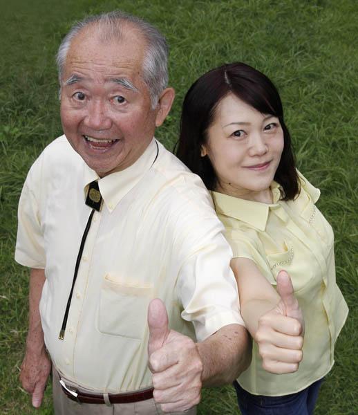 ボケ担当の父ティーチャ(左)と突っ込み担当の娘サッチィー(右)(C)日刊ゲンダイ