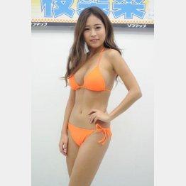 「横乳がセクシー」と十枝梨菜(C)日刊ゲンダイ