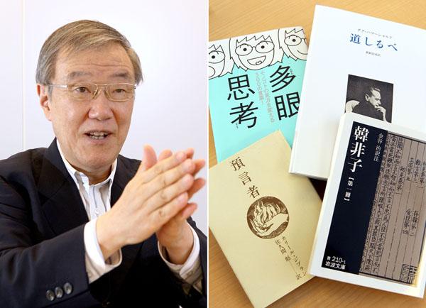 出口治明氏(左)とオススメ本(C)日刊ゲンダイ