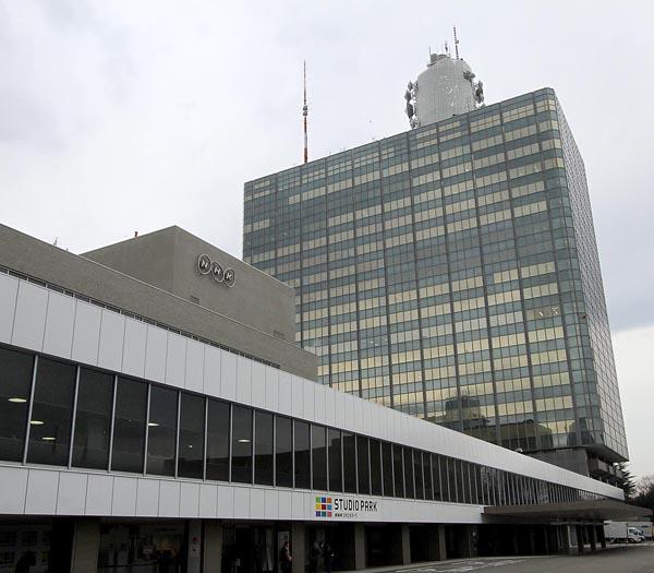 職員の平均年収は約1200万円(C)日刊ゲンダイ
