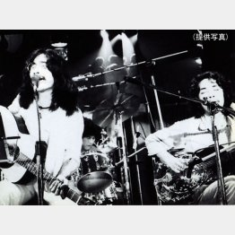 上田正樹(左)と有山じゅんじ(提供写真)