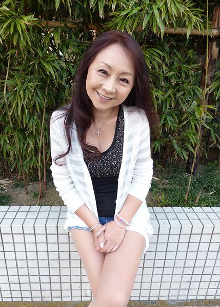 まさに年齢不詳の安達有里さん(C)日刊ゲンダイ