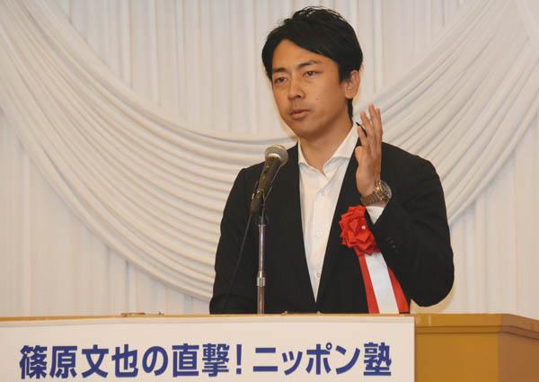 痛烈に安倍政権を批判した小泉氏(C)日刊ゲンダイ