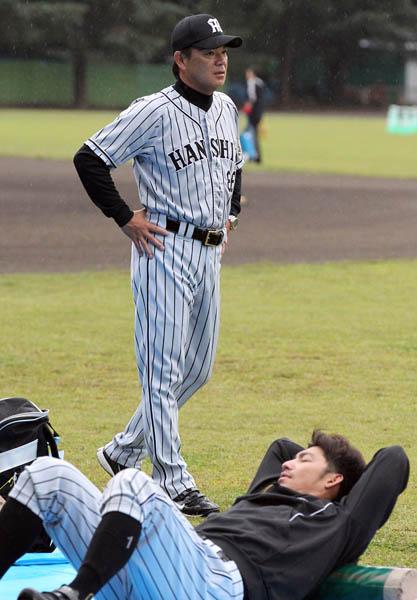 和田監督は「残り試合に全力を尽くす気持ちに変わりはない」と言うが(C)日刊ゲンダイ