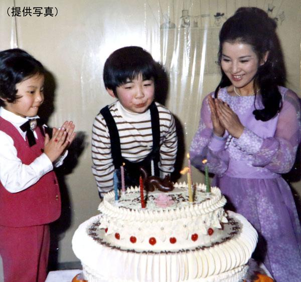 隣に立つ吉永小百合は当時24歳(提供写真)