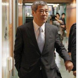東京ドームを訪れた久保球団社長(C)日刊ゲンダイ