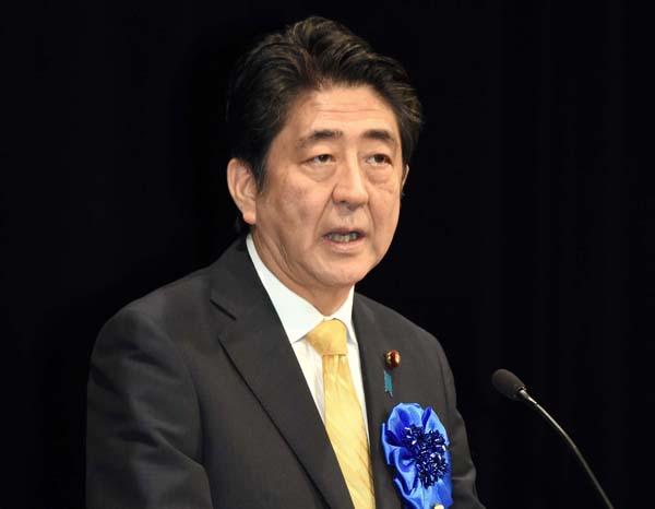 拉致救済大会でスピーチする安倍首相(C)日刊ゲンダイ