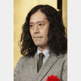 芥川賞を受賞したピース・又吉直樹(C)日刊ゲンダイ