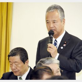 妥結内容を自民党議員に報告する甘利明TPP担当相