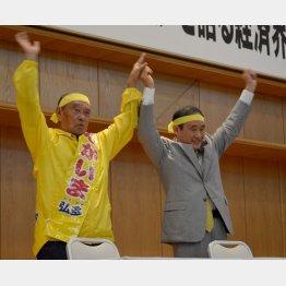 仲井真知事(左)の応援に駆けつけた菅官房長官