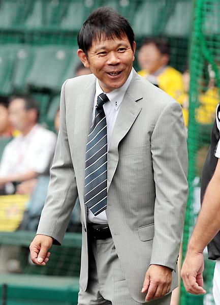 ヘッドコーチに抜擢された西村徳文氏(C)日刊ゲンダイ