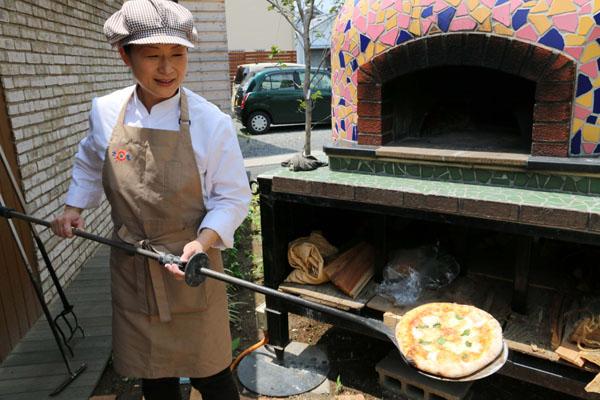 沢田本店の石窯ピザ(C)日刊ゲンダイ