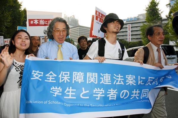 安保法案反対運動は学者と学生が共闘(C)日刊ゲンダイ