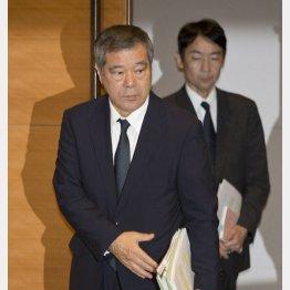緊急会見を開いた巨人・久保球団社長と森田法務部長(C)日刊ゲンダイ