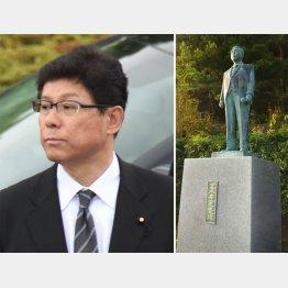 パンツが被せられた高木復興相の父・孝一氏の銅像(写真右)
