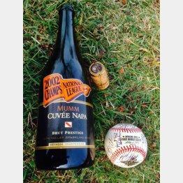 02年、ジャイアンツがリーグ優勝時に使用したシャンパンとWSのサインボール