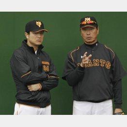 秋季練習で話し込む高橋監督(左)と尾花コーチ(C)日刊ゲンダイ