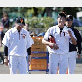 高橋監督(左)の横で笑顔の内海だが…(C)日刊ゲンダイ
