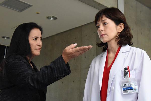 「組対の女」を演じる池上季実子(左)/(提供写真)