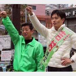 給料は1500万円と明かした松井幹事長(左)と市長候補の吉村洋文氏