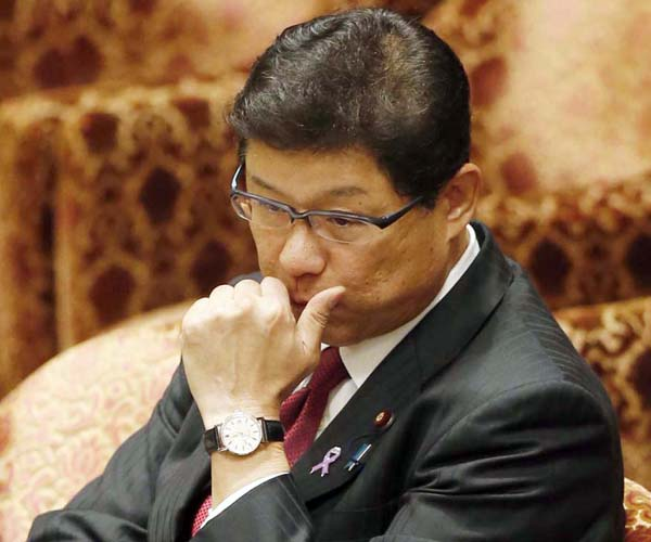 高木大臣の額には汗がにじんでいた(C)日刊ゲンダイ