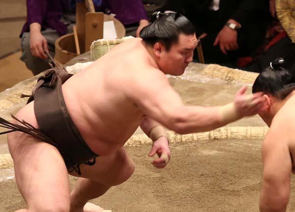 なんとか4連勝(C)日刊ゲンダイ