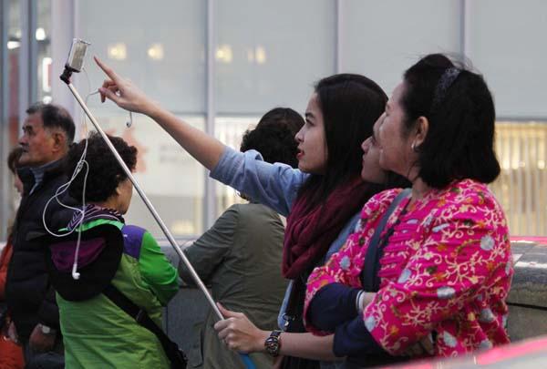 ますます増える外国人観光客(写真はイメージ)(C)日刊ゲンダイ