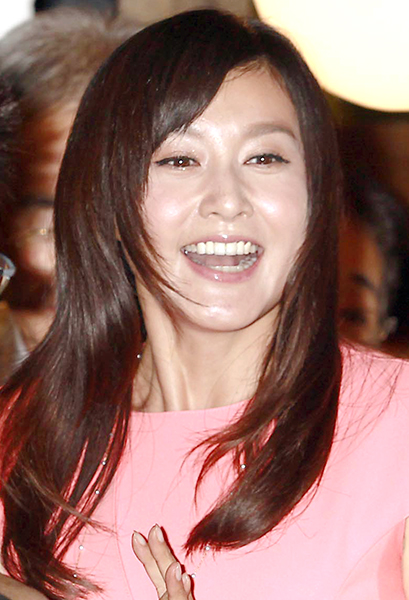 笑顔満開で幸せぶりをアピール(C)日刊ゲンダイ