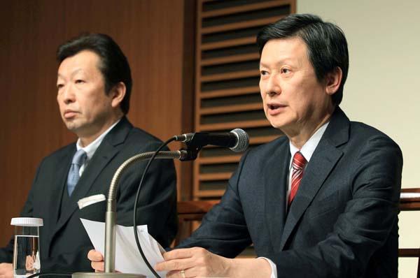 ロッテ前副会長の重光宏之氏(右)の提訴で騒動拡大必至(C)日刊ゲンダイ