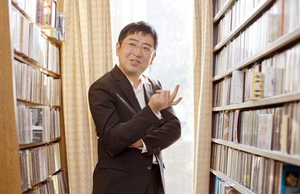 初公開、CDはジャズを中心に5棚6000枚!(C)日刊ゲンダイ