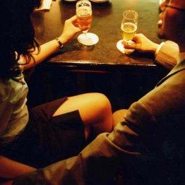 <5>酒が入るとOLの手を触る部長、部下にだけ大声になる課長