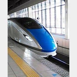 今年3月に開業した北陸新幹線は乗車率62%(C)日刊ゲンダイ