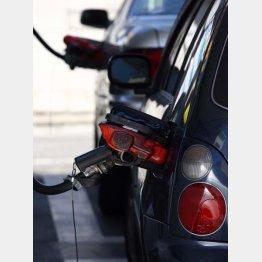 ガソリン安は助かるが…(C)日刊ゲンダイ