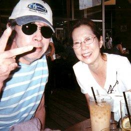野坂さんと暘子夫人(提供写真)