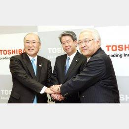 歴代社長を務めた左から西田、田中、佐々木氏(C)日刊ゲンダイ