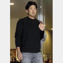 菅野は自主トレ先のハワイへ(C)日刊ゲンダイ