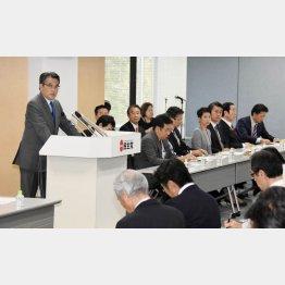 民主党の岡田代表は党内右派を説得も叩き出すこともできない(C)日刊ゲンダイ