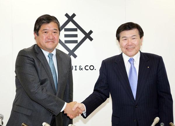 三井物産の安永社長(左)と飯島会長/(C)日刊ゲンダイ