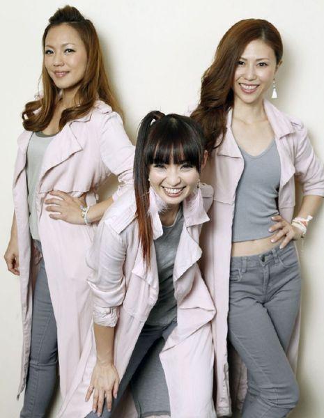 """目指すは""""還暦MAX"""" (左からLina、Mina、Nana)/(C)日刊ゲンダイ"""